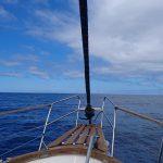 Zeezicht vanuit zeilboot